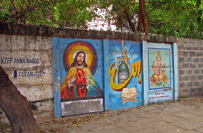 Graffiti de Jesus e Ganesha em uma parede na Índia