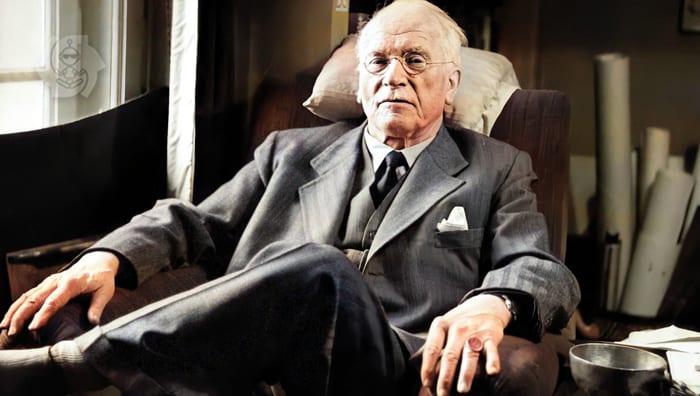 Carl Jung sentado